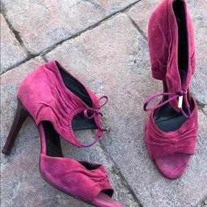 GUCCI Suede Magenta heels, Size 6.5